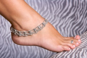 How to Wear an Anklet